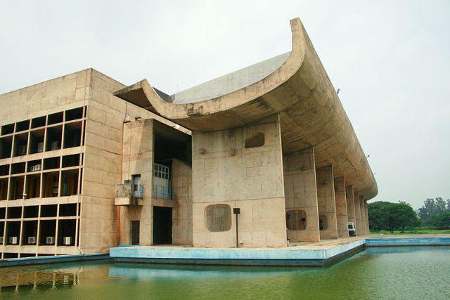 Palace_of_Assembly_Chandigarh_2007