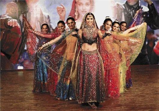 Bollywood Dance Scenes (Photos)