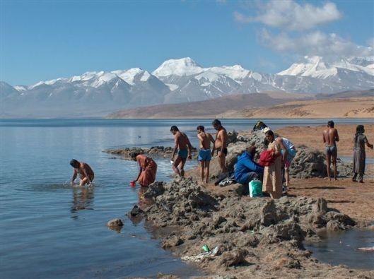 Lake pilgrims manasarovar